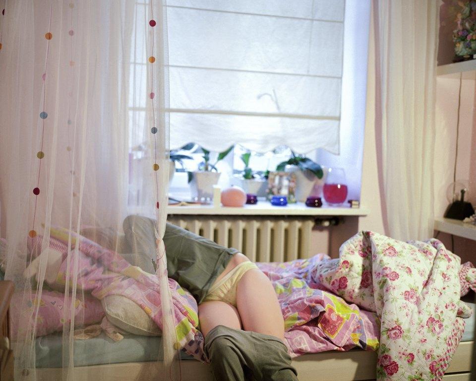 «От девочки к девушке»: История взросления  в фотографиях. Изображение № 6.