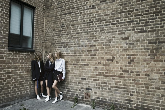 Модели на улицах Лондона в новой кампании Zara. Изображение № 22.
