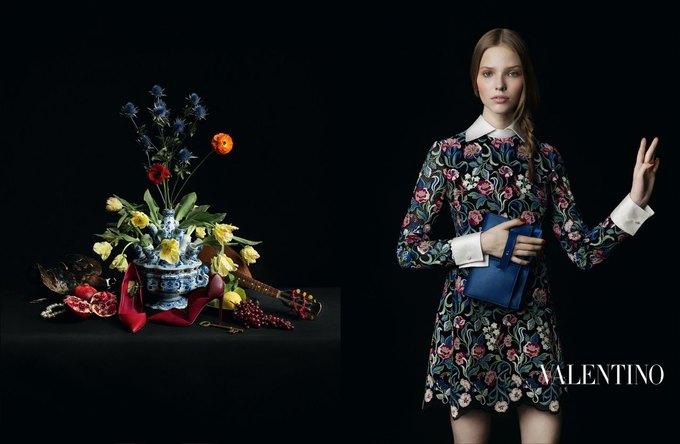 Valentino воссоздала фламандскую живопись для новой кампании. Изображение № 4.