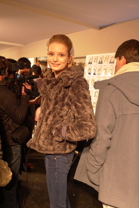 Изображение 11. Milan Fashion Week: бэкстейдж показа Max Mara.. Изображение № 22.