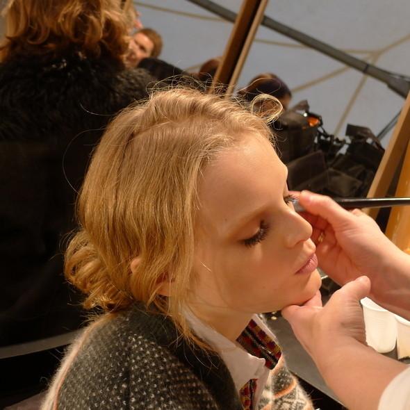 Изображение 28. Milan Fashion Week: бэкстейдж Alberta Ferretti.. Изображение № 2.