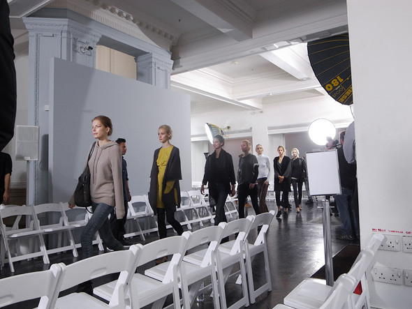 London Fashion Week: Репортаж с бэкстейджей Richard Nicoll и Nicole Farhi. Изображение № 14.