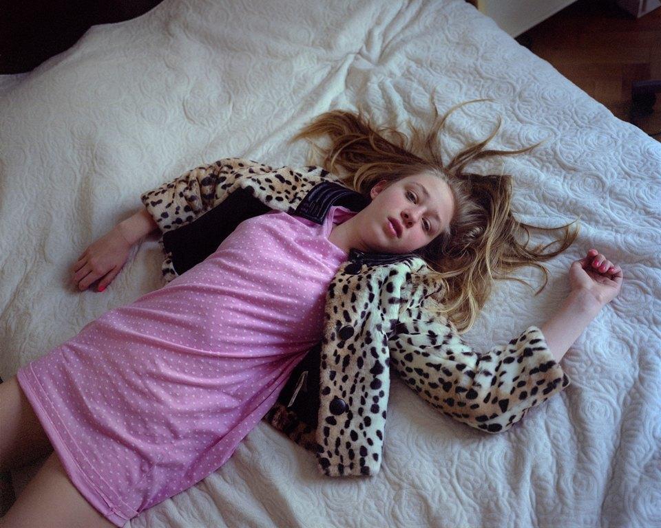 «От девочки к девушке»: История взросления  в фотографиях. Изображение № 20.