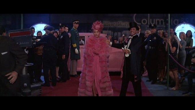 Что можно узнать о стиле  из комедии 60-х  «Что за путь!». Изображение № 28.