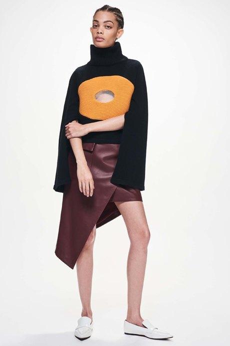Что носить осенью: 10 уютных образов с трикотажем . Изображение № 12.