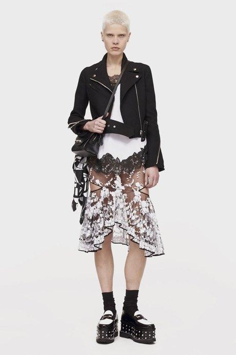 С чем носить  платья-комбинации:  8 модных образов. Изображение № 11.