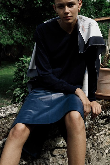 Новый лукбук Céline: Меховая обувь и идеальные костюмы. Изображение № 25.