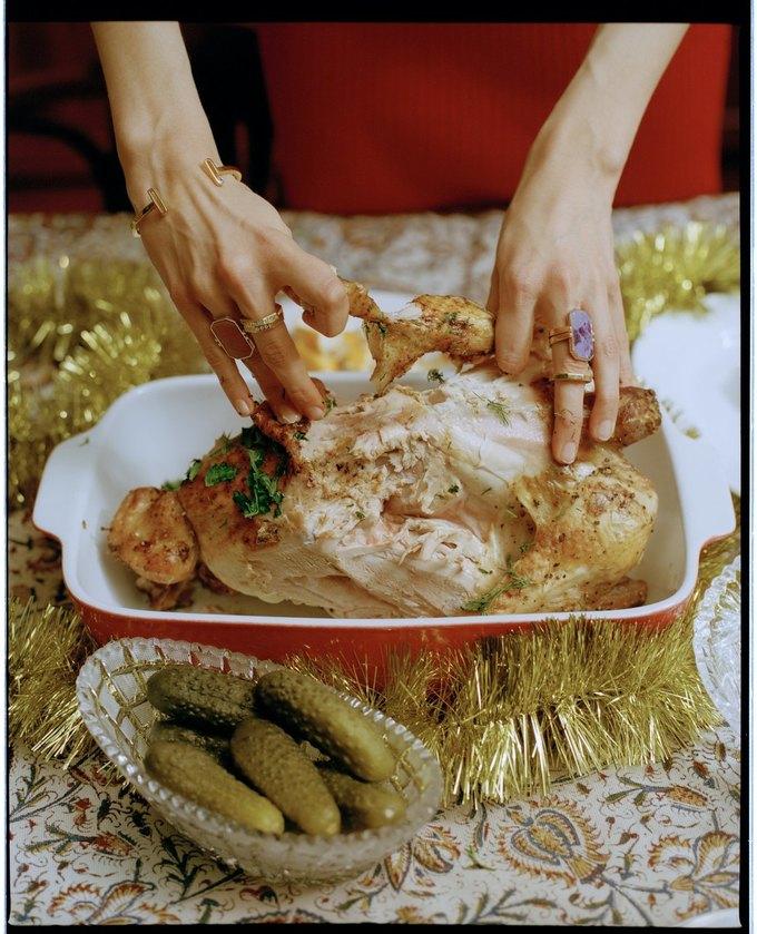«Секция» показала новогодний лукбук  о праздничном застолье . Изображение № 8.