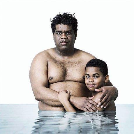 «Фото в купальнике»:  Отцы и дети в бассейне . Изображение № 8.