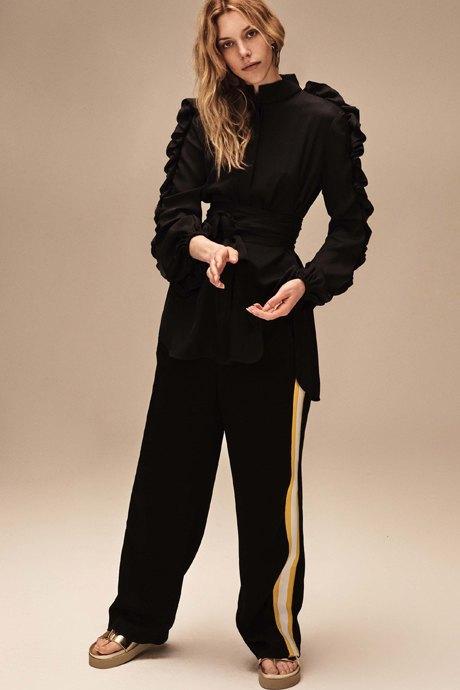 С чем носить спортивные вещи:  8 модных образов  на каждый день. Изображение № 6.