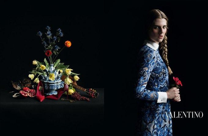 Valentino воссоздала фламандскую живопись для новой кампании. Изображение № 11.