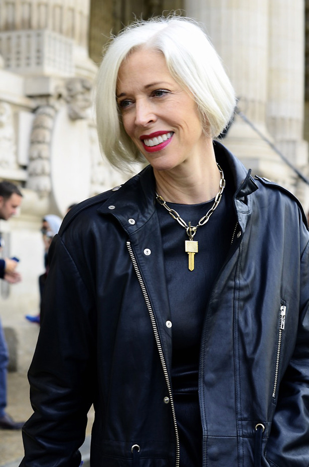 Десяток модников под зонтом, японец с двумя шарфами и другие гости Paris Fashion Week. Изображение № 33.