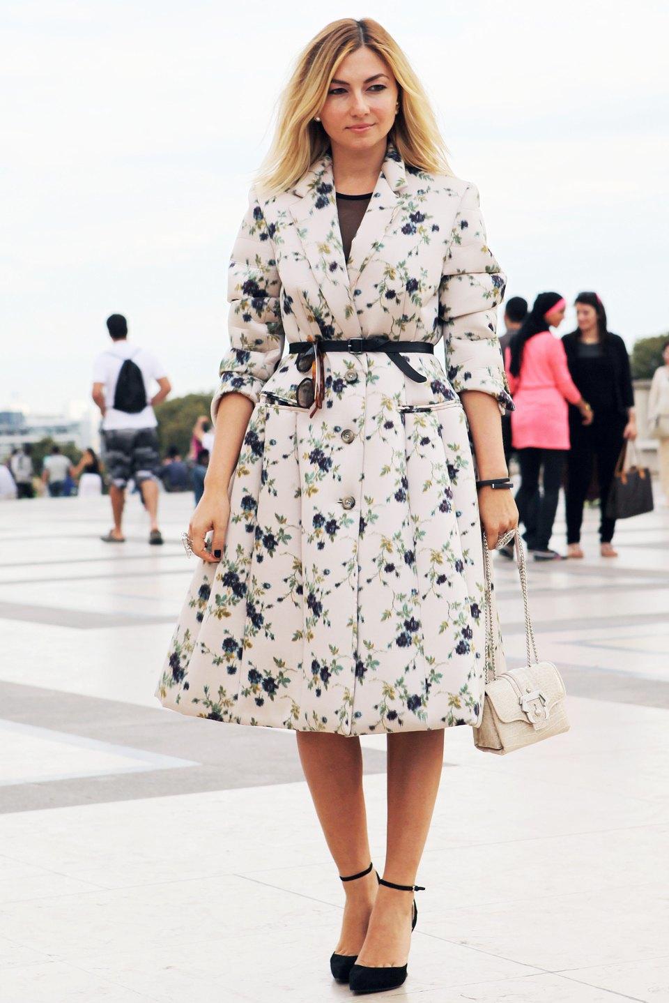 Кимоно, перья и сэтчелы на гостях показов Paris Fashion Week. Изображение № 11.