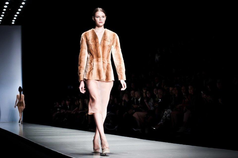 Репортаж: Летние платья  и меховые шапки Ruban FW13. Изображение № 30.