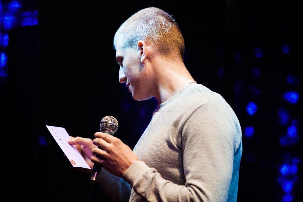 «Потому что я ей вмазал»: О чём шутят на открытых микрофонах. Изображение № 6.