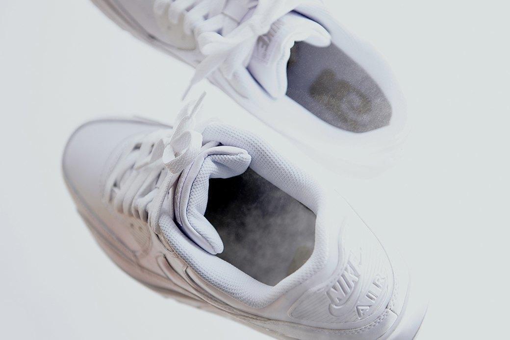 Ревизия:  Белые кроссовки. Изображение № 2.