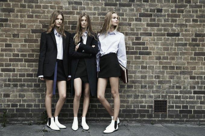Модели на улицах Лондона в новой кампании Zara. Изображение № 15.