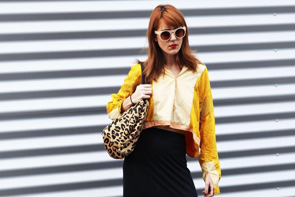 Укороченный топ и макси-юбку с разрезом можно носить не только на показы, но и в повседневной жизни . Изображение № 19.