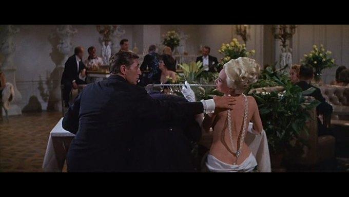 Что можно узнать о стиле  из комедии 60-х  «Что за путь!». Изображение № 15.
