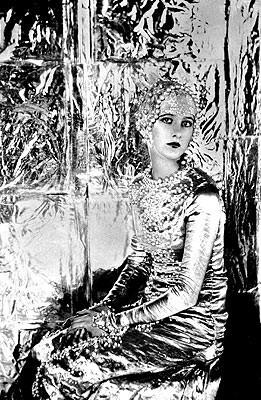 Baba Beaton: a symphony in silver. Cecil Beaton, 1925. Изображение № 13.