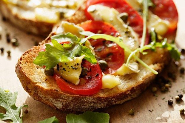 Воскресный ланч: 5 рецептов горячих бутербродов. Изображение № 5.