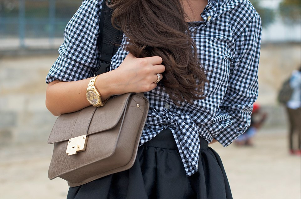 К мужской рубашке Пеони Лим добавляет массивные часы. Изображение № 3.