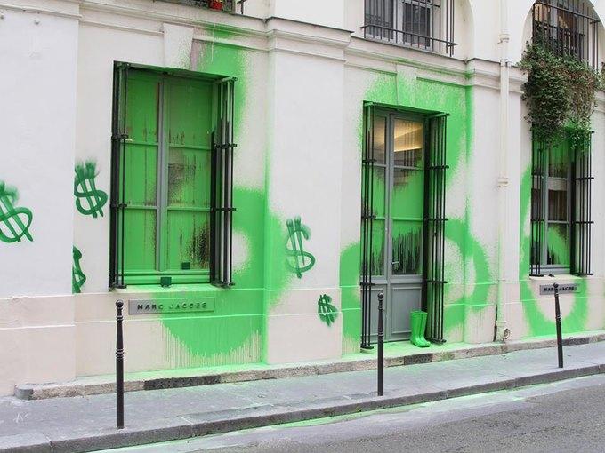 Марк Джейкобс ответил на акт вандализма. Изображение № 1.