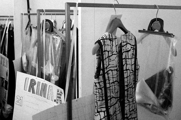 Репортаж: Размытая помада и съемочная группа НТВ на бэкстейдже Marni. Изображение № 6.