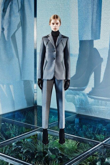 Крупная вязка и монохром в новой коллекции Balenciaga. Изображение № 11.