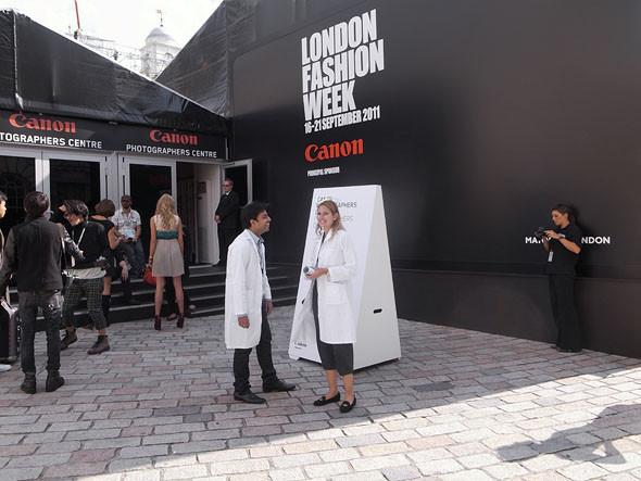 London Fashion Week: Репортаж с первого дня. Изображение № 10.