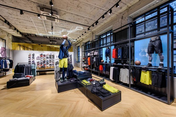 В Москве открылся пятиэтажный магазин Nike. Изображение № 3.