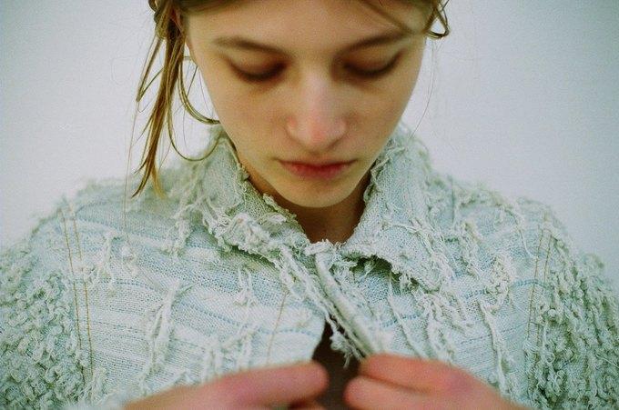 Джинсы цвета мяты и махровые куртки в лукбуке Faustine Steinmetz. Изображение № 13.
