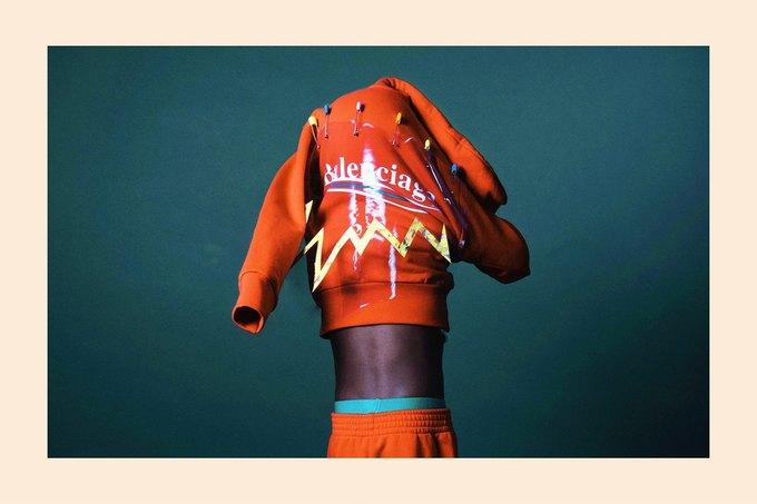 Balenciaga показали яркую детскую коллекцию. Изображение № 6.
