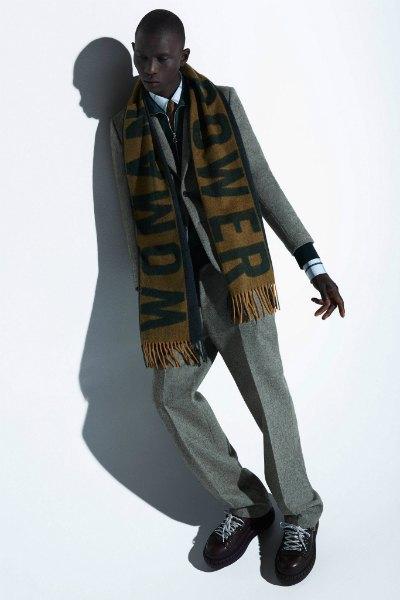 Acne напечатали феминистские слоганы  на мужских шарфах. Изображение № 12.