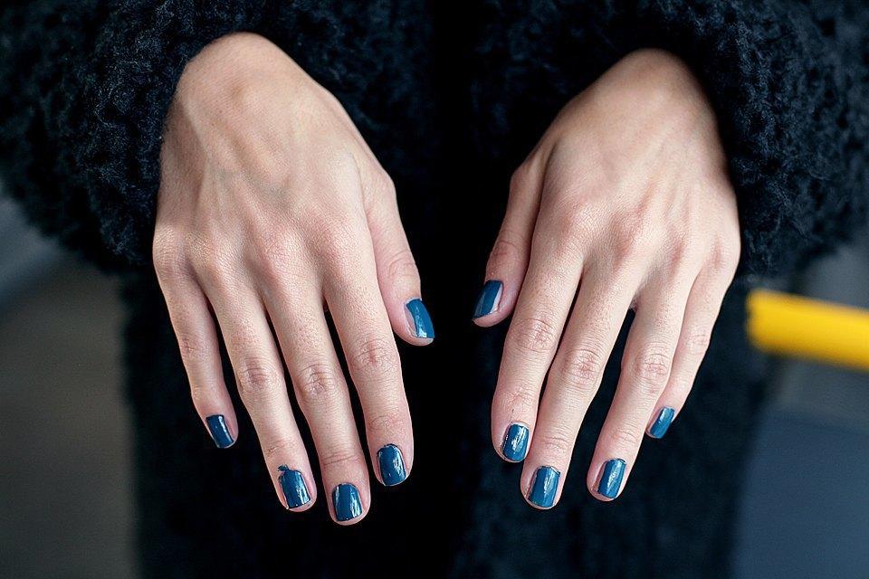 На ходу: Как накрасить ногти  в транспорте. Изображение № 5.