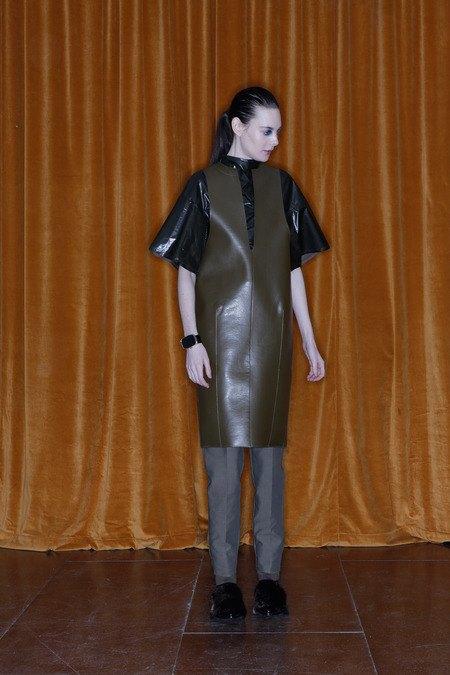 Toga рефлексирует на тему вестернов в новой женской коллекции. Изображение № 8.