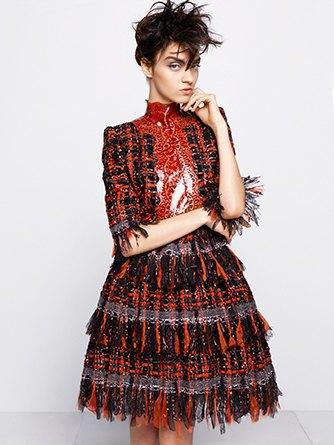 На показе Chanel Haute Couture были шлепанцы  и беременная модель. Изображение № 8.