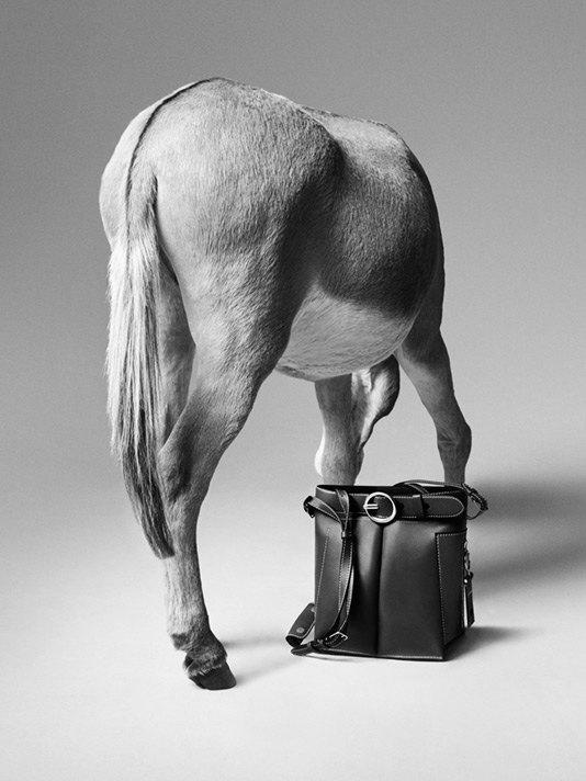 Acne Studios представили первую коллекцию сумок. Изображение № 2.