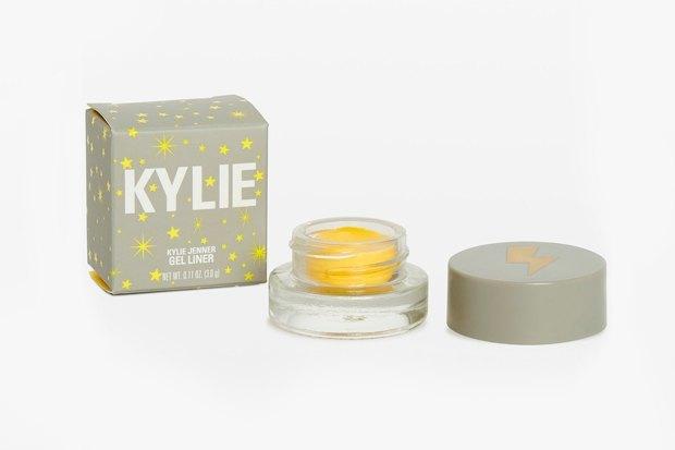 Коллекция Kylie Cosmetics, посвящённая дочери Кайли Дженнер. Изображение № 11.