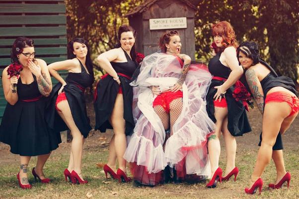 Голые задницы — новый тренд свадебной фотографии. Изображение № 3.