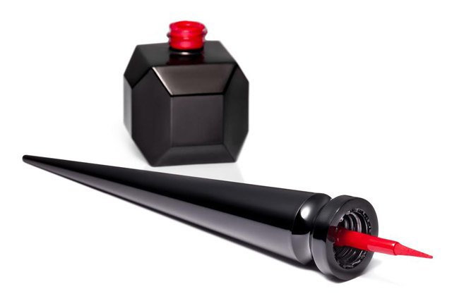Christian Louboutin сделали лак для «красной подошвы» на ногтях. Изображение № 2.
