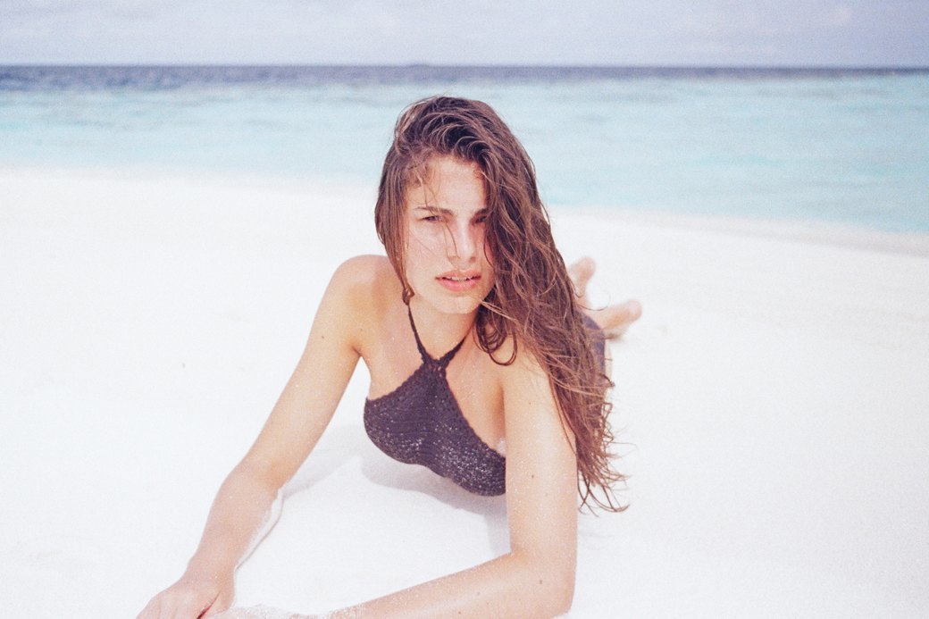 Как менялась пляжная мода: От купальных платьев к бикини и обратно. Изображение № 17.
