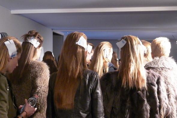 Изображение 18. Milan Fashion Week: бэкстейдж показа Max Mara.. Изображение № 3.
