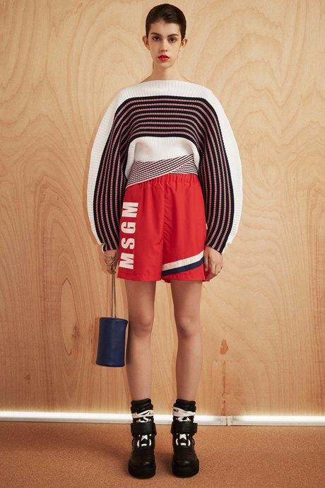 С чем носить спортивные вещи:  8 модных образов  на каждый день. Изображение № 16.