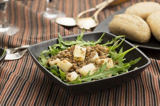 Тёплые салаты: 5 несложных рецептов. Изображение № 1.