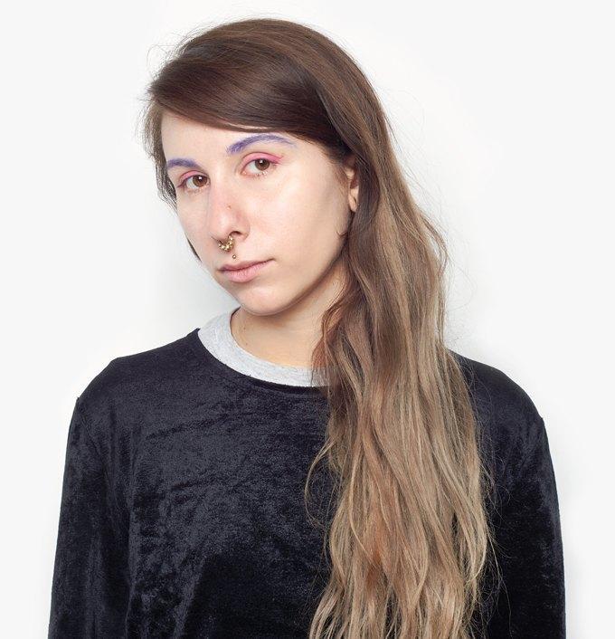 Журналистка Аня Сахарова об отношениях с собой и любимой косметике. Изображение № 1.