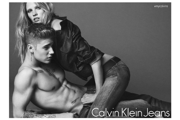 Ларе Стоун угрожают  из-за рекламы Calvin Klein  с Джастином Бибером. Изображение № 1.