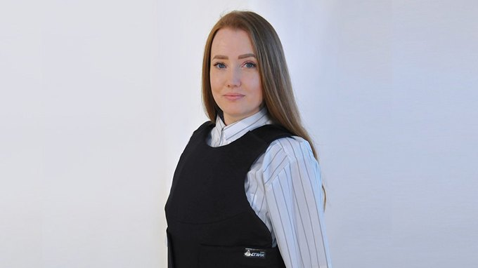 В России разработали первый бронежилет  для женщин. Изображение № 1.