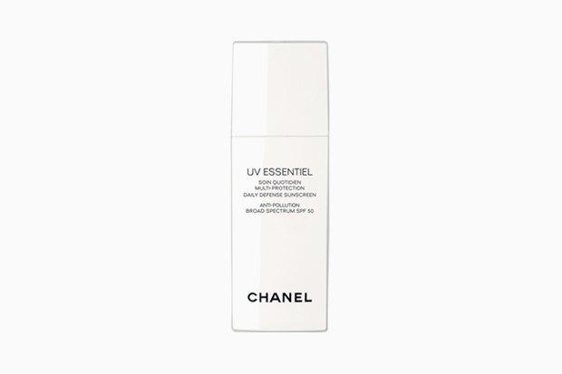 Средство для защиты от ультрафиолетового излучения и негативных воздействий окружающей среды Chanel UV Essentiel SPF 50. Изображение № 3.