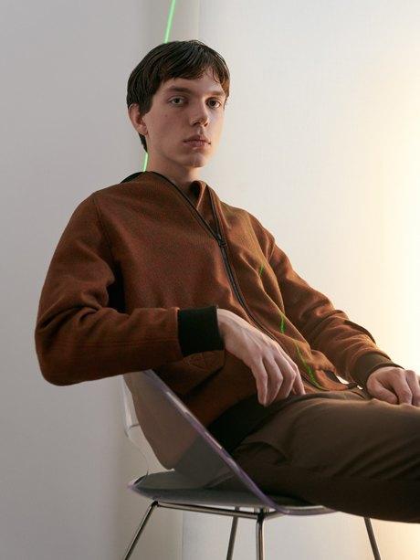 Московская марка A Shade More: Бомберы, мини-юбки иобъёмные рубашки. Изображение № 4.